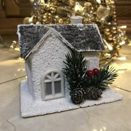 Dekoracja świąteczna biały drewniany domek zimowy LED