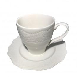 Biała porcelanowa filiżanka ze spodkiem do kawy KORONKA