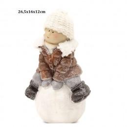 Ceramiczna figurka świąteczna chłopiec na kuli śniegowej 26,5cm
