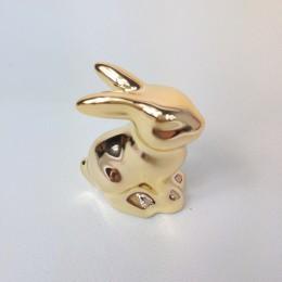 Wielkanocne dekoracje siedzący zając złoty mini / figurka zajączek