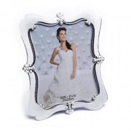 Biała prostokątna ramka na zdjęcie ślubne z perełkami 20x25 cm