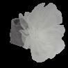Szara opaska na głowę dla niemowlaka z dużym białym kwiatem