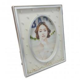 Biała plastikowa ramka na owalne zdjęcie z perełkami 23,5x18cm