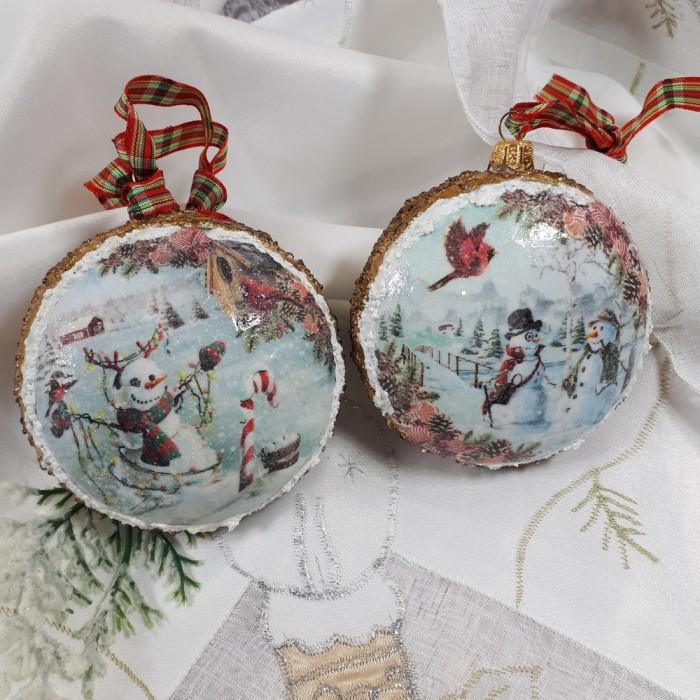 Dwie bombki medaliony decoupage z zimowym motywem