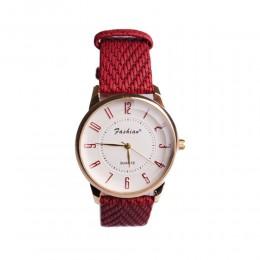 Zegarek na czerwonym pasku
