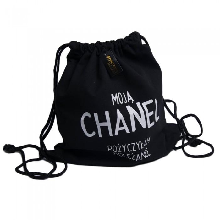 da20fa799e227 Czarny plecak worek z nadrukiem MOJĄ CHANEL POŻYCZYŁAM KOLEŻANCE
